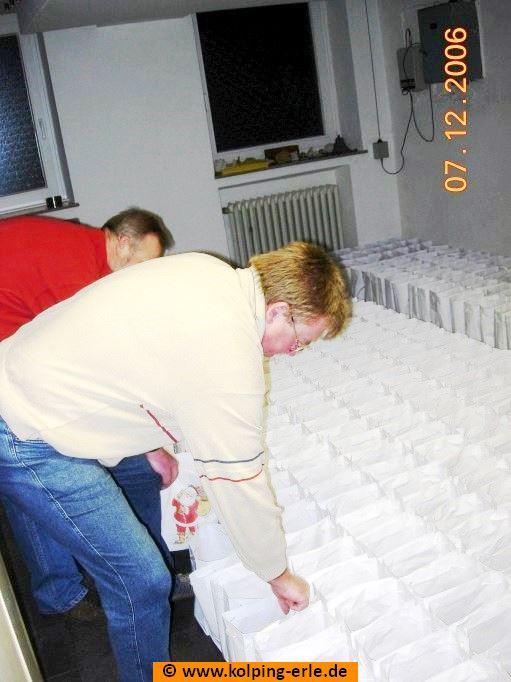 Aufstellen der gefüllten Tüten