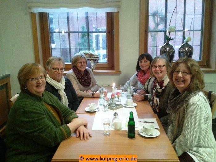 Das Bild zeigt die Keglerrinnen der Kolpingsfamilie-Erle im Aufenthaltsraum der Gaststätte Coesfelder Tor.