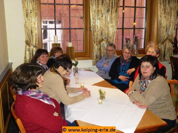 Das Bild zeigt die Frauen der KF Erle im Raum der Gaststätte Coesfelder Tor