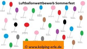 Das Bild zeigt bunte, fliegende Luftballons, an denen Zettel befestigt sind