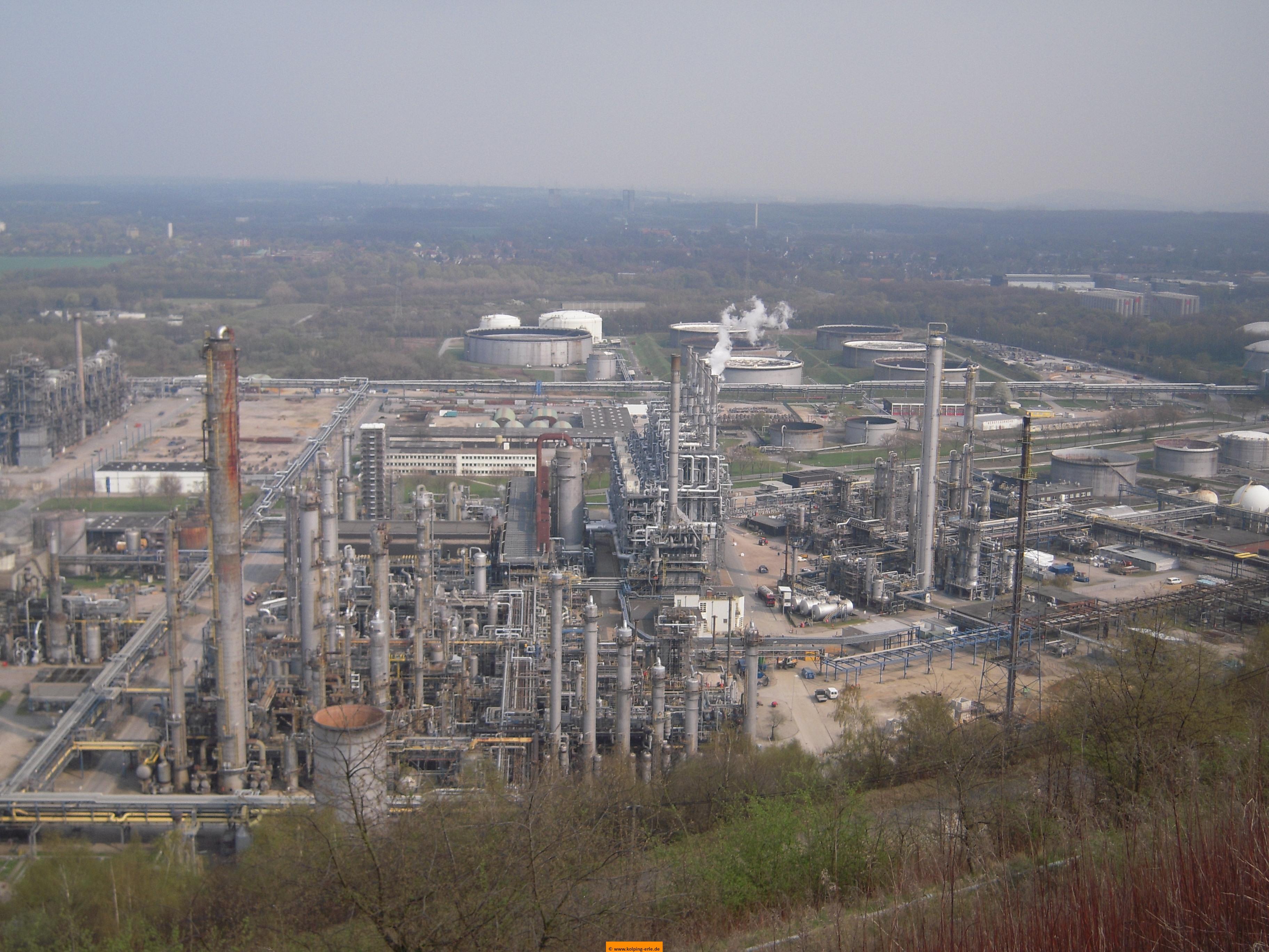 Blick auf die Produktionsanlagen der Ruhroil