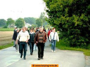 Das Bild zeigt Mitglieder der Kolpingsfamilie-Erle bei der Maiwanderung