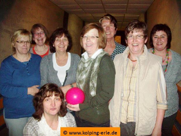 Das Bild zeigt die Damenmannschaft der Kolpingsfamilie-Erle von 2012
